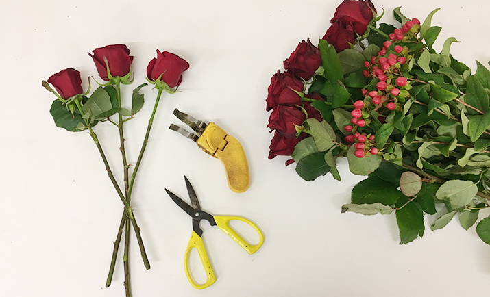 Starting with the Fresh Flowers, make sure you condition the flowers well before working with them. Condition the flowers by cutting the stems, removing any unnecessary foliage and putting them them in water in a cool environment.