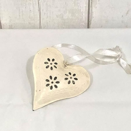 Cream Hanging Heart (12cm)